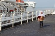 snq-view-kapal-sandar-4-junior-playing-near-anchored-ship