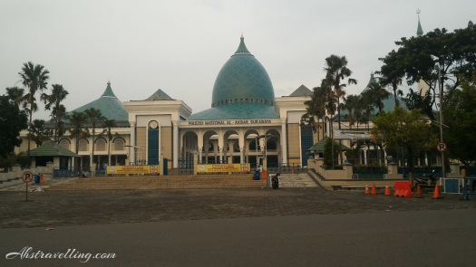 Masjid Al-Akbar Surabaya -- Depan