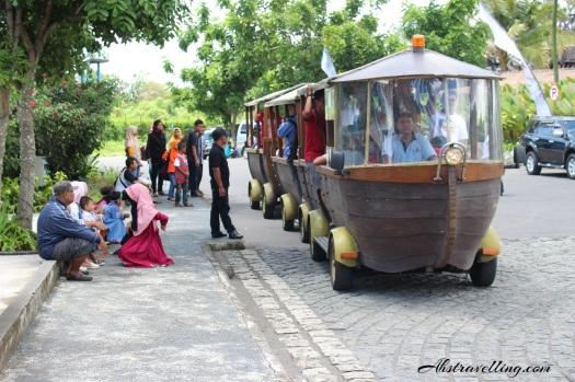 jogja bay - shuttle parkiran main entrance